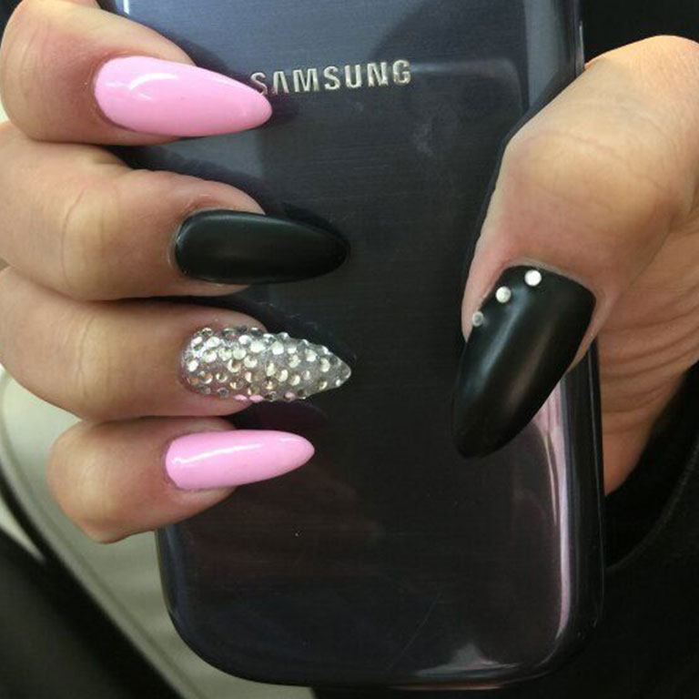 Nails, Nagel, Nageldesign, Piercing, Glitter, Steinchen